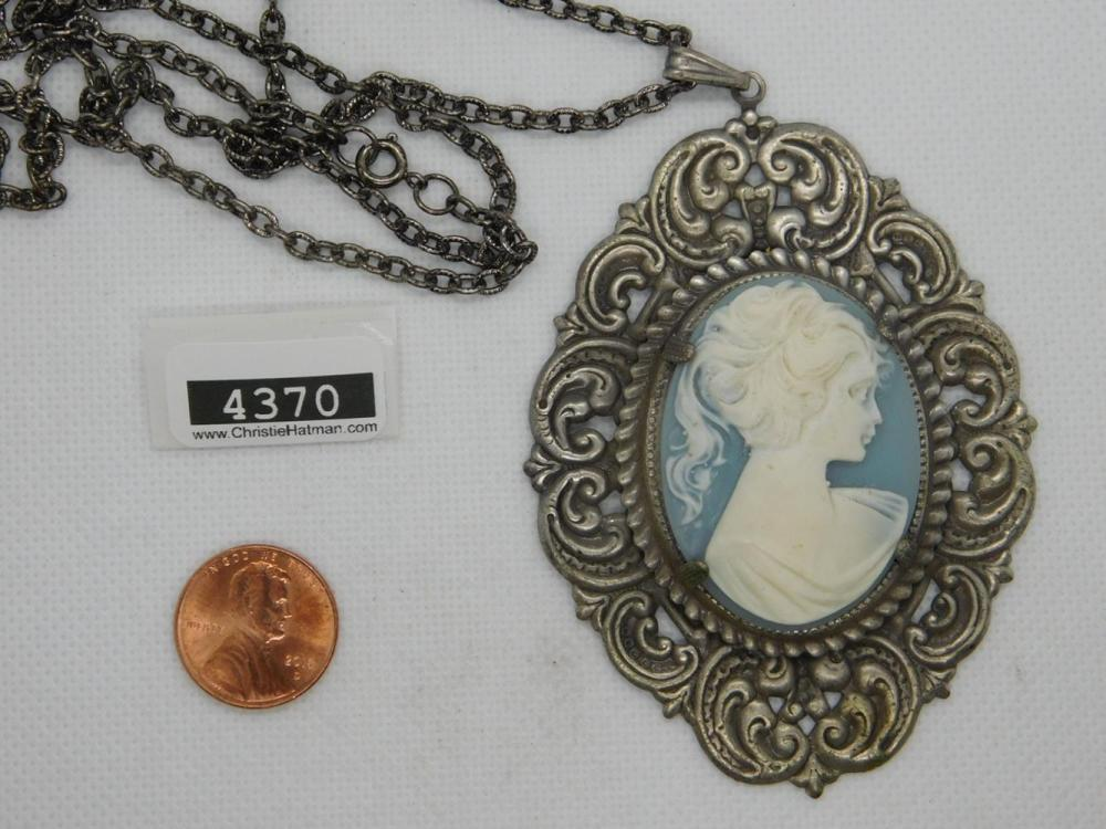 CAMEO NECKLACE PENDANT AND NECKLACE