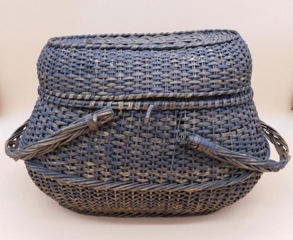 FISHING BASKET WITH HANDLES AND LID PRIMITIVE VINTAGE ANTIQUE NEW ENGLAND