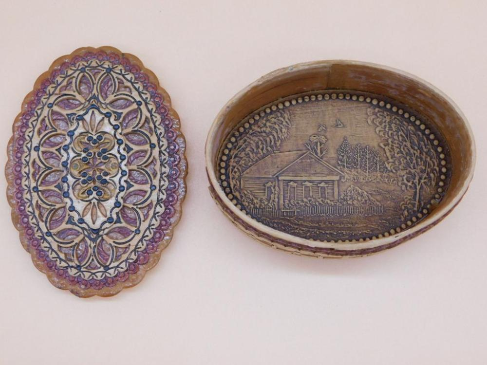 UNIQUE CARVED WOODEN BOX WITH LID ARTWORK INSIDE IN RELIEF LIDDED SNUFF SEWING