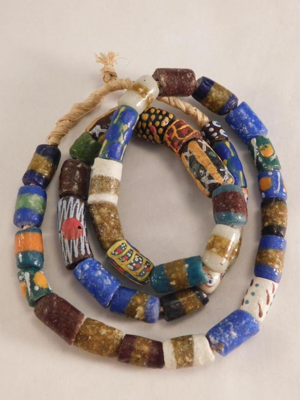 1800 GLASS AFRICAN TRADE BEADS SOME VENETIAN ORIGIN