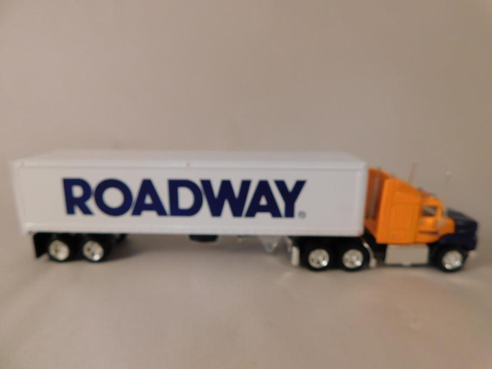 ROADWAY EXPRESS FORD AEROMAX TRACTOR TRAILER MATCHBOX COLLECTIBLE DIE CAST