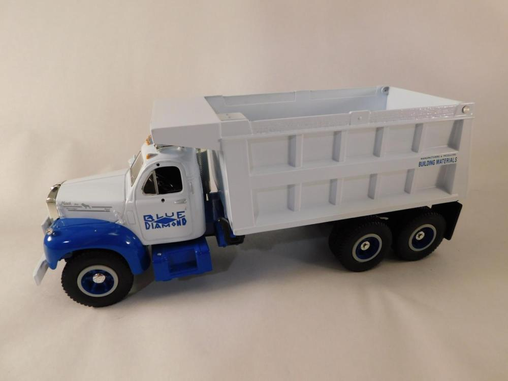 TOY TRUCK MACK TRUCK EXCELLENT CONDITION