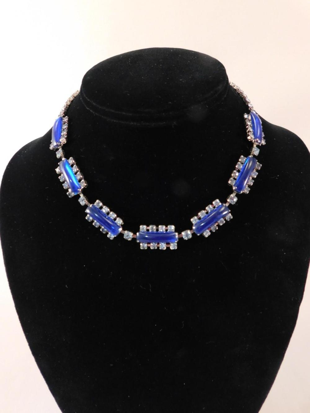 VINTAGE NECKLACE BLUE