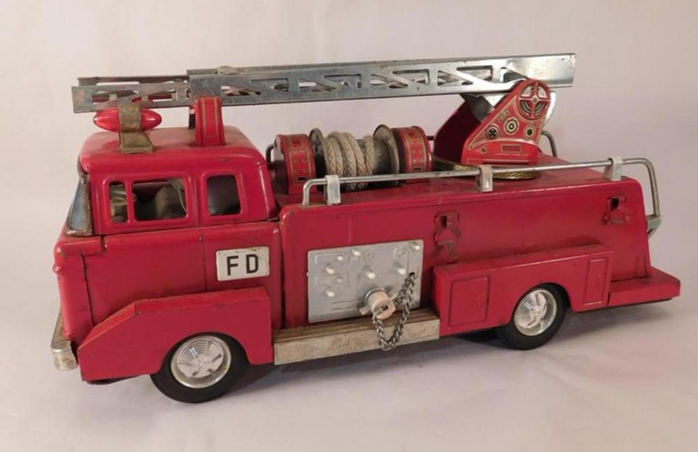 VINTAGE ANTIQUE DIE CAST TOY TRUCK FIRE TRUCK