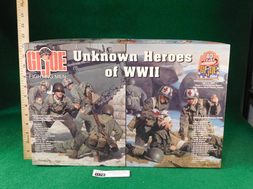 2004 UNKNOWN HEROS SET 2004 CONVENTION ITEM
