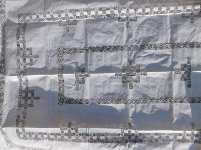 BOBBIN LACE VINTAGE HANDMADE TEXTILE STIFFLY STARCHED TABLE CLOTH LINEN (Yes, We Ship)