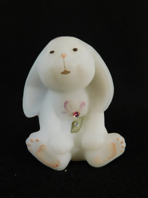 FENTON ART GLASS USA HANDPAINTED BUNNY WHITE ( YES WE SHIP)