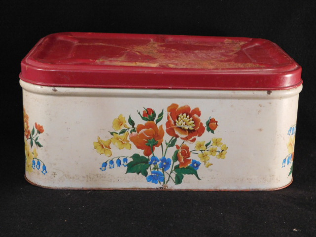 VINTAGE ANTIQUE METAL BREAD BOX (Yes, We Ship)