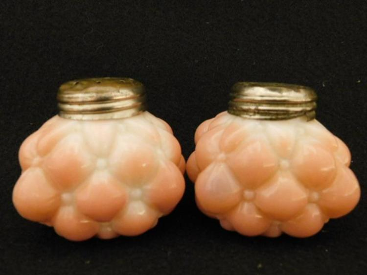PINK OPAQUE BULGING PETAL GLASS SALT PEPPER SHAKER GLASS VICTORIAN EAPG ART (Yes, We Ship)