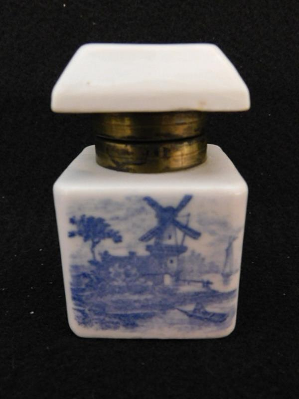 INK WELL VICTORIAN FLOW BLUE (Yes, We Ship)