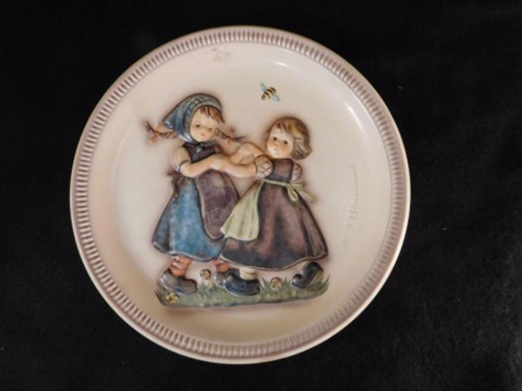 HUMMEL GOEBEL BERTA M.I. 1980 PLATE (Yes, We Ship)
