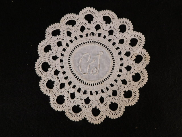 VINTAGE DOILIES BOBBIN LACE HAND MADE QUALITY LINENS SET OF 6 (Yes, We Ship)