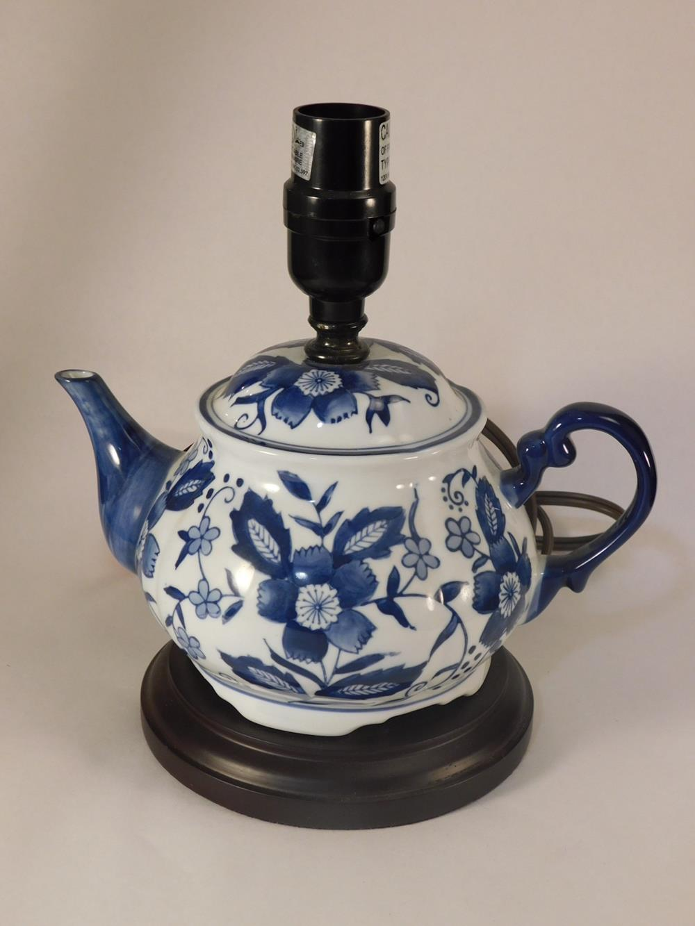 BLUE WILLOW STYLE TEAPOT LAMP