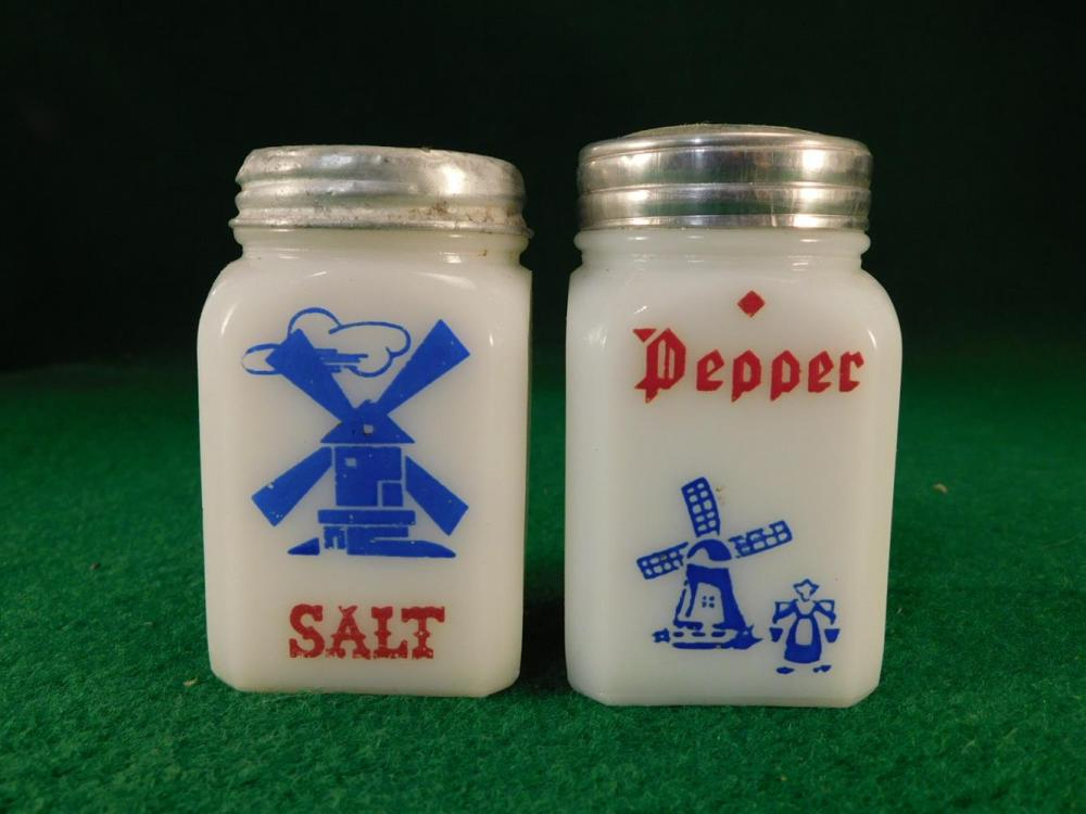 VINTAGE SALT AND PEPPER SHAKERS ANTIQUES AND COLLECTIBLES