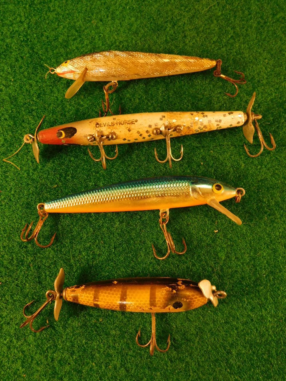 VINTAGE FISHING LURES ANTIQUES AND COLLECTIBLES