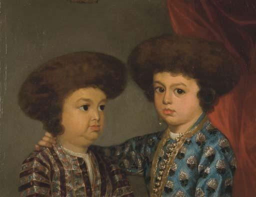 Portrait de deux enfants indiens, en buste, portant des tuniques brodées et des chapeaux en fourrure