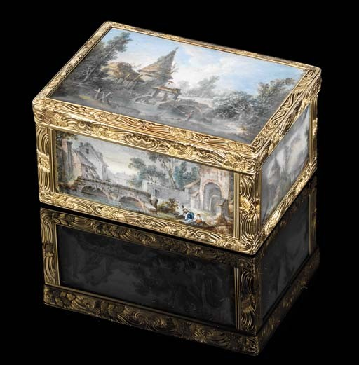 A FINE LOUIS XVI-STYLE GOLD-LINED SNUFF-BOX SET WITH MINIATURES