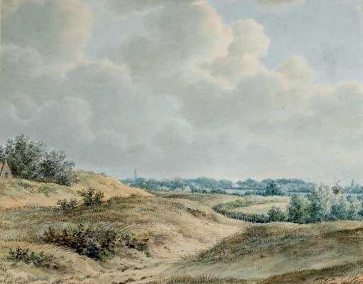 Des dunes, un village à l'arrière-plan