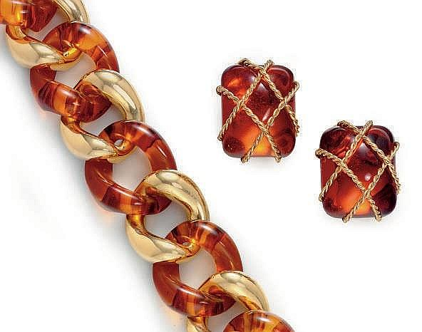 A GROUP OF AMBER AND 18K GOLD JEWELRY, BY SEAMAN SCHEPPS