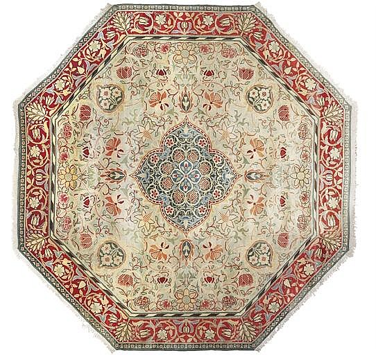 A MORRIS & CO HAND KNOTTED 'HAMMERSMITH' CARPET