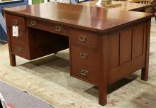 Stickley (Audi) Arts and Crafts style executive desk