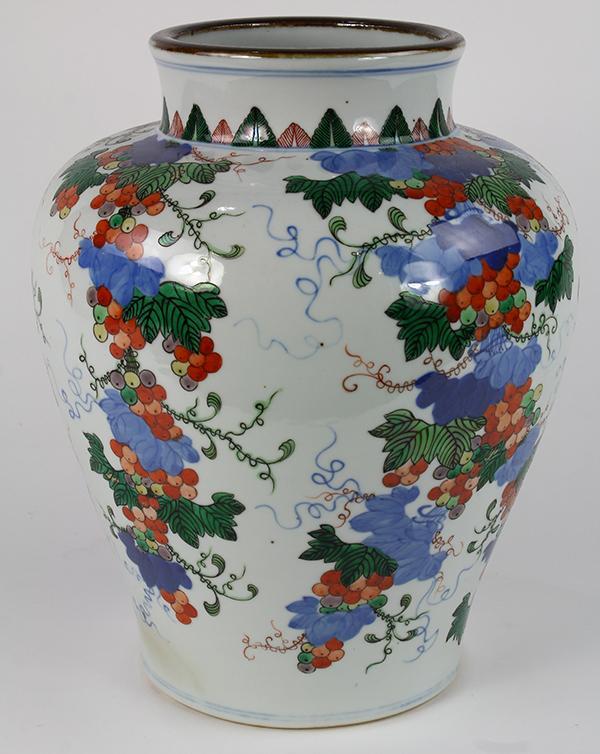 Chinese Wucai Vase, Grapes