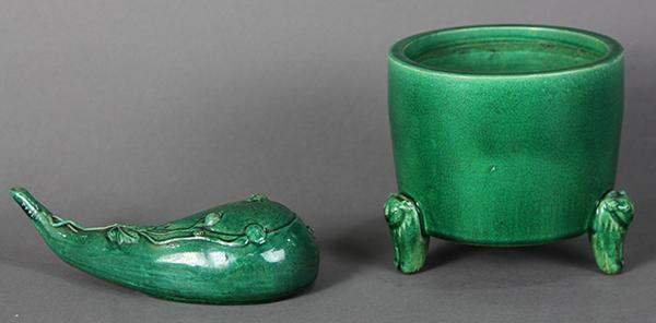Chinese Apple Green Porcelain Censer and Water Dropper