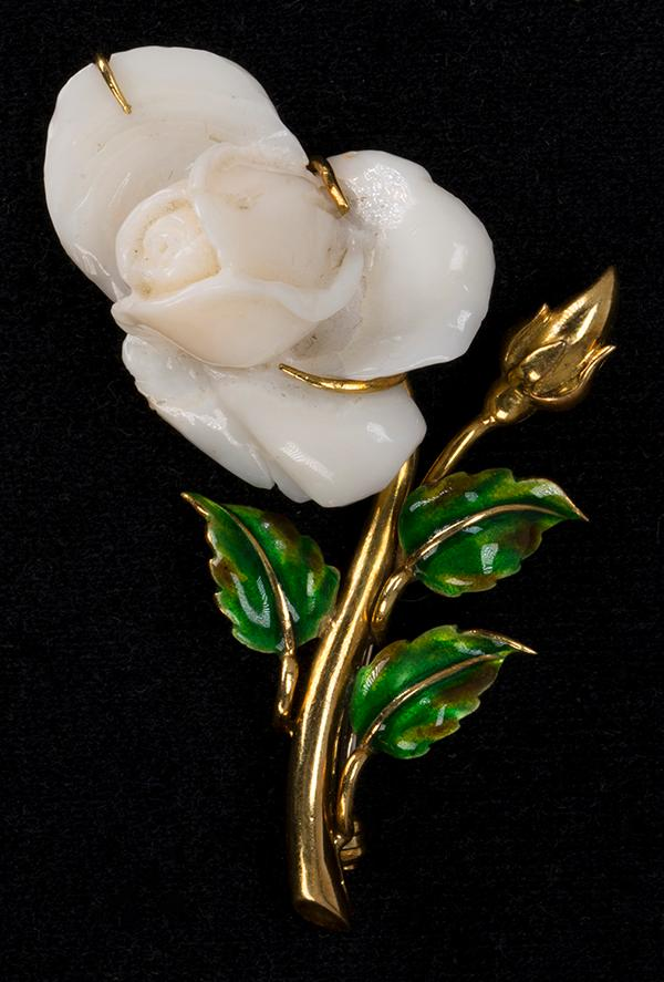 Coral and 18k yellow gold rose brooch