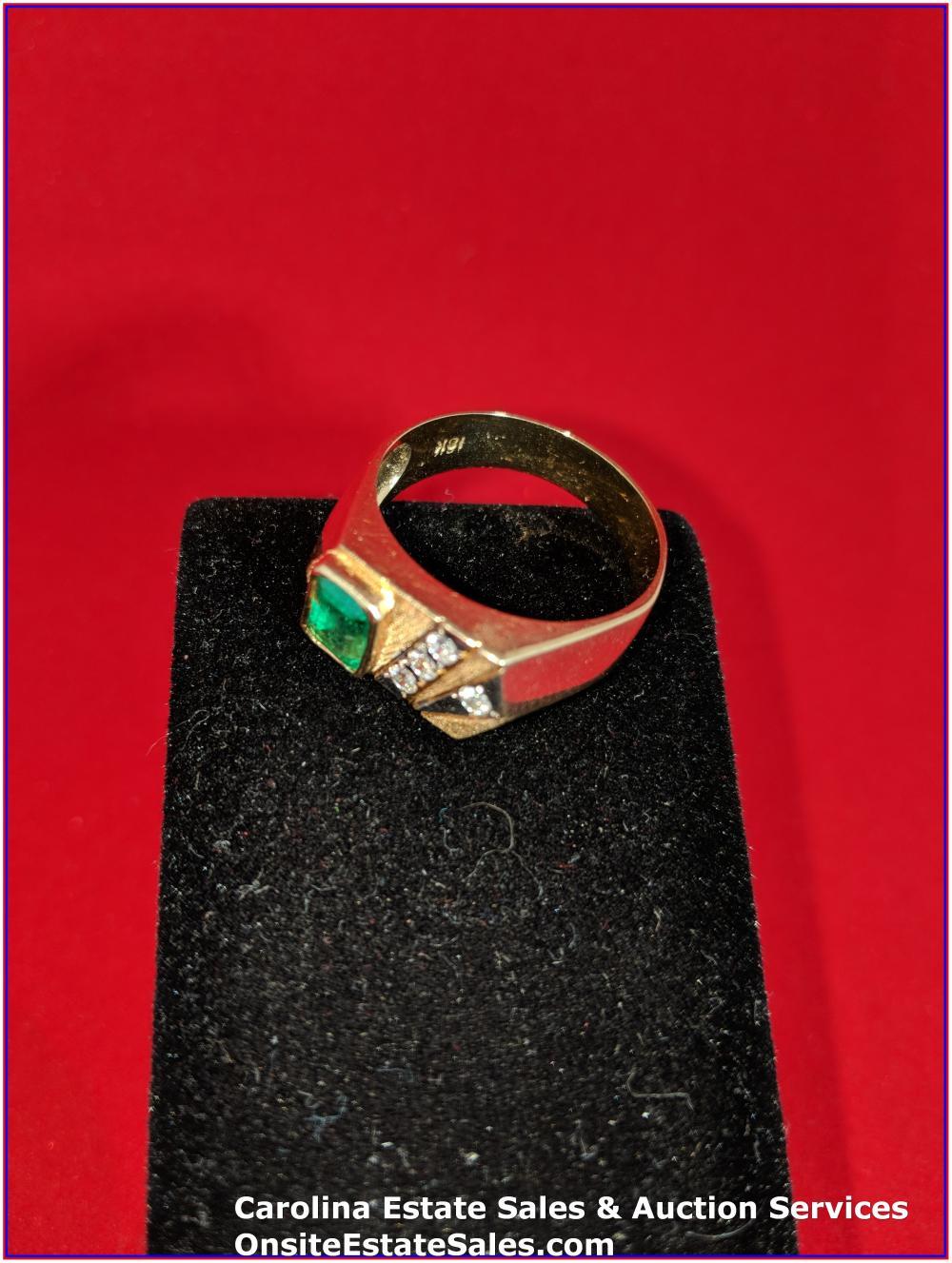 18K Gem Ring Gold 7 Grams Total Weight; 1 ct Emerald