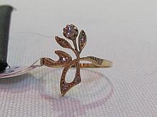 An 18K gold Art Nouveau ring set with diamonds