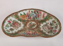 19TH C. ROSE MEDALLION TRI-SHAPED SERVING DISH