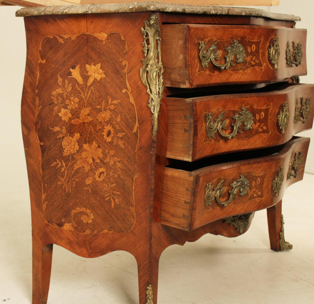 Lot 66: LOUIS XV STYLE M/TOP COMMODE