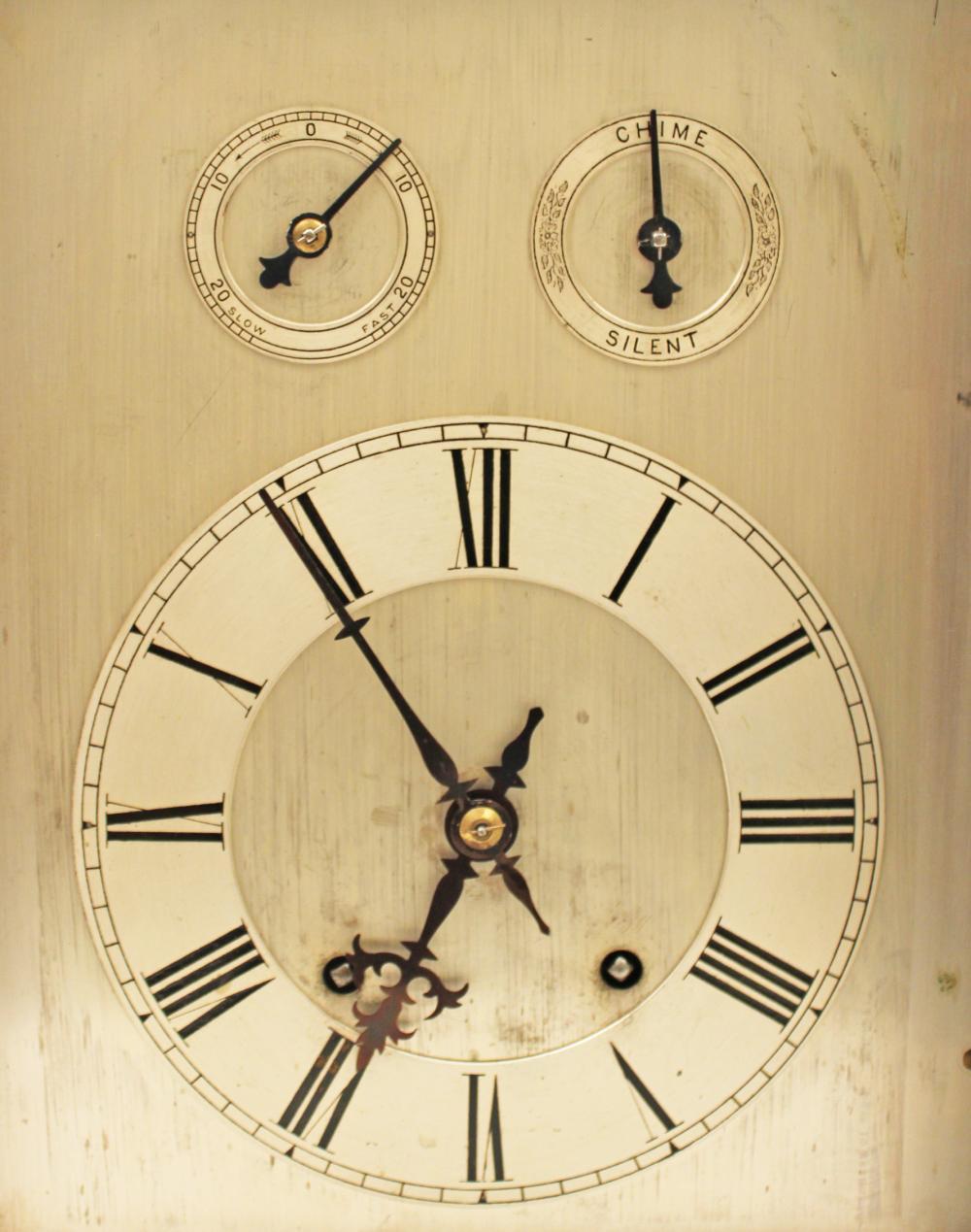 Lot 162: MAHOGANY BRACKET CLOCK W/ SILVER FACE
