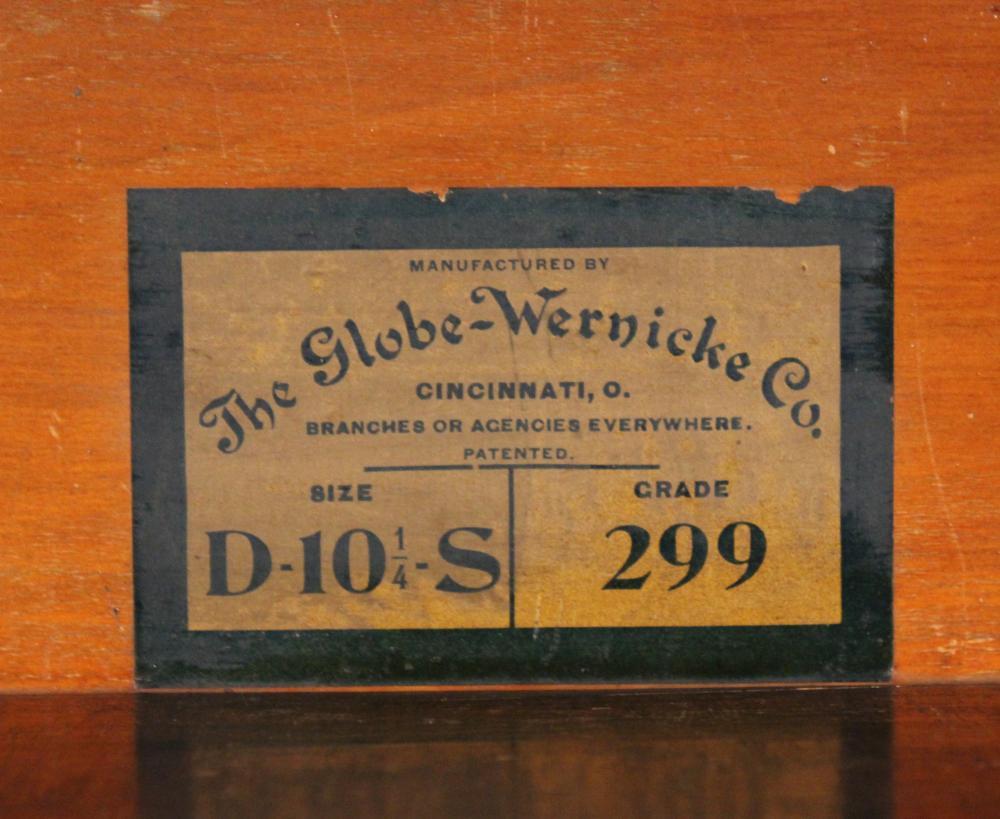 Lot 172: GLOBE WERNICKE BOOKCASE