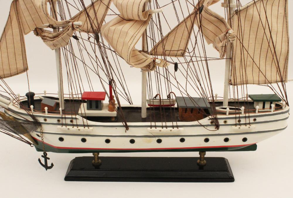 Lot 197: MODEL OF AN AMERICAN CLIPPER SHIP