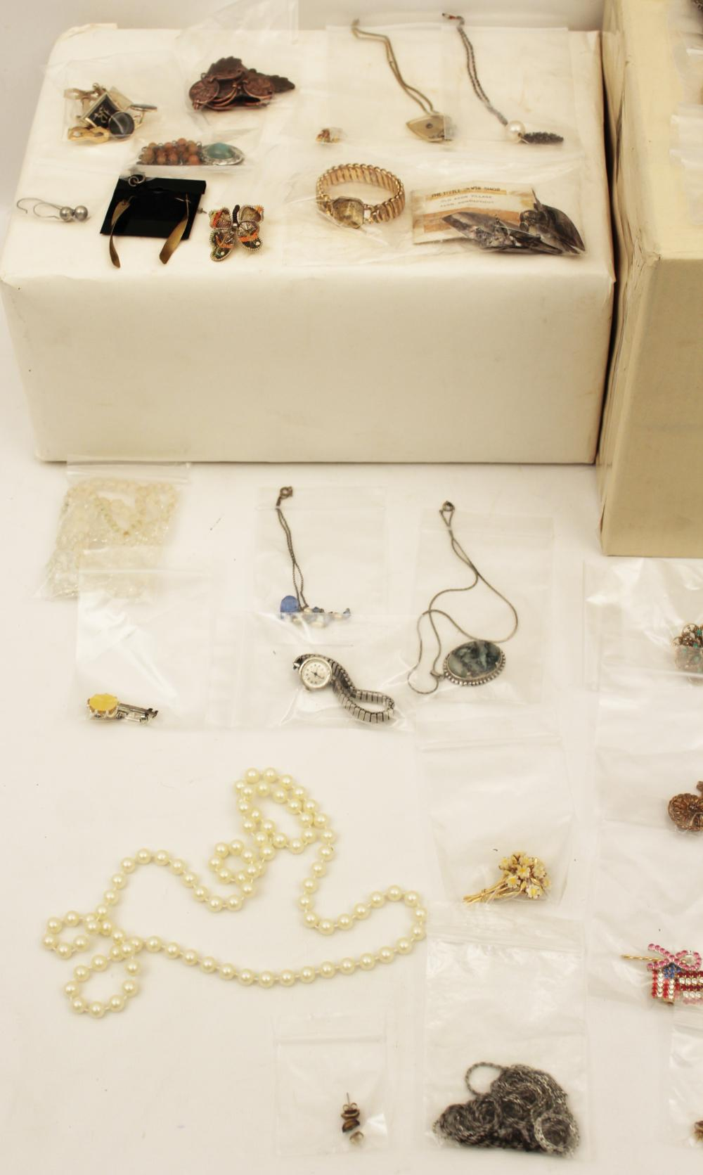 Lot 318: TRAY LOT OF COSTUME JEWELRY