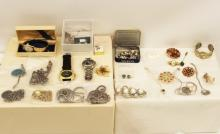 Lot 319: TRAY LOT OF COSTUME JEWELRY