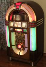"Lot 350: WURLITZER 1015 MODEL ""THE BUBBLER"" JUKE BOX"