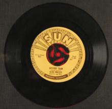 Lot 351: ELVIS PRESLEY - SUN 223, 1955 45 RECORD