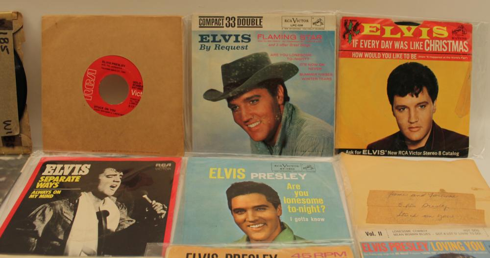 Lot 358: 40 ELVIS PRESLEY 45 RPM RECORDS