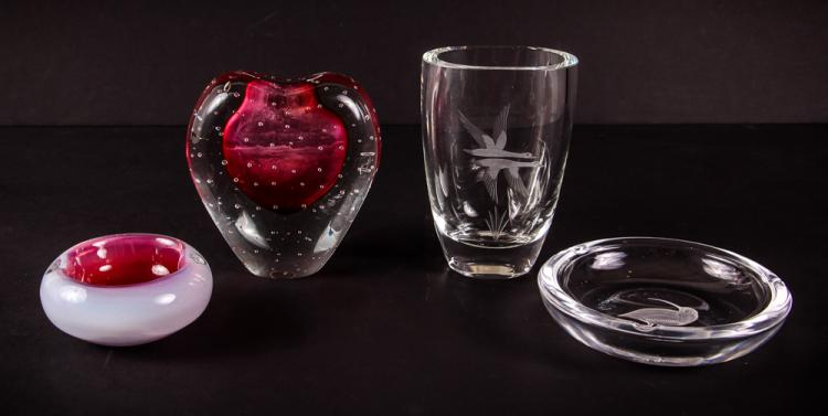 4 Pieces of Art Glass Decorate House Wares