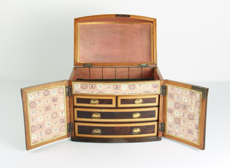 Georgian table top Cabinet of Rosewood and Satinwood w four interior drawers and lidded top