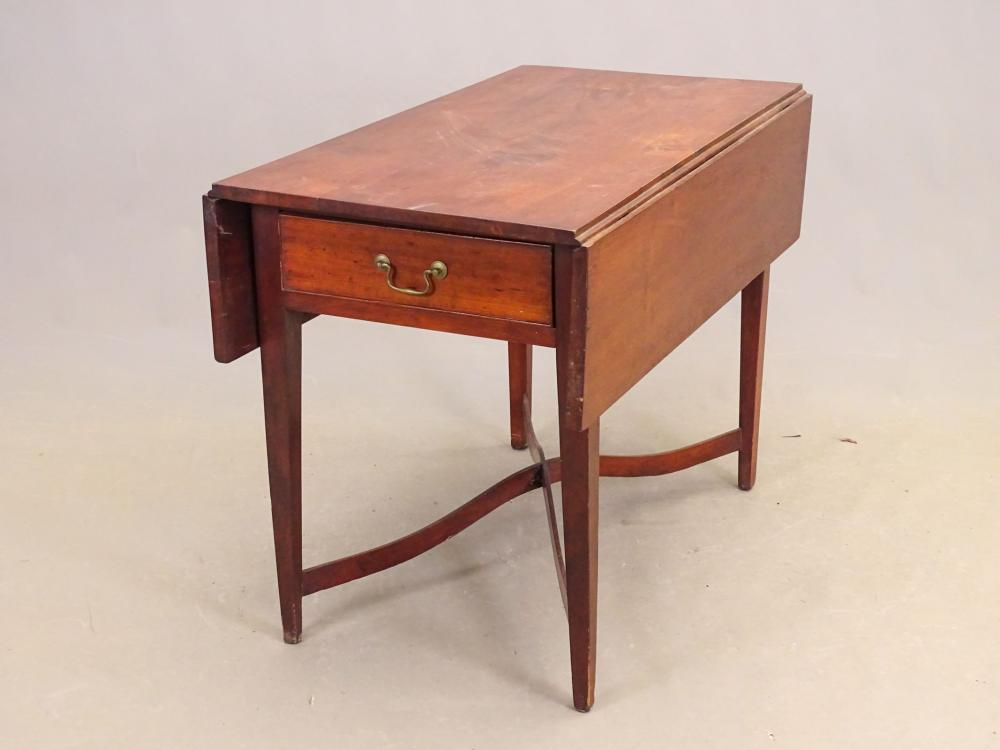 18th c. Chippendale Dropleaf Table
