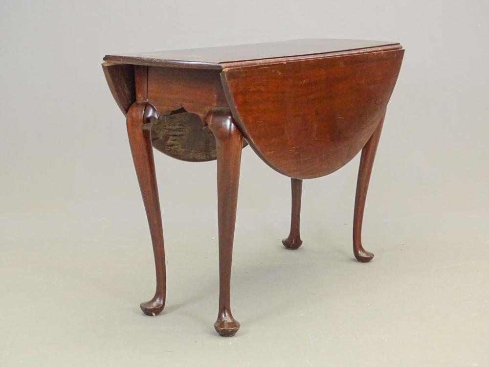 18th c. Queen Anne Mahogany Dropleaf Table