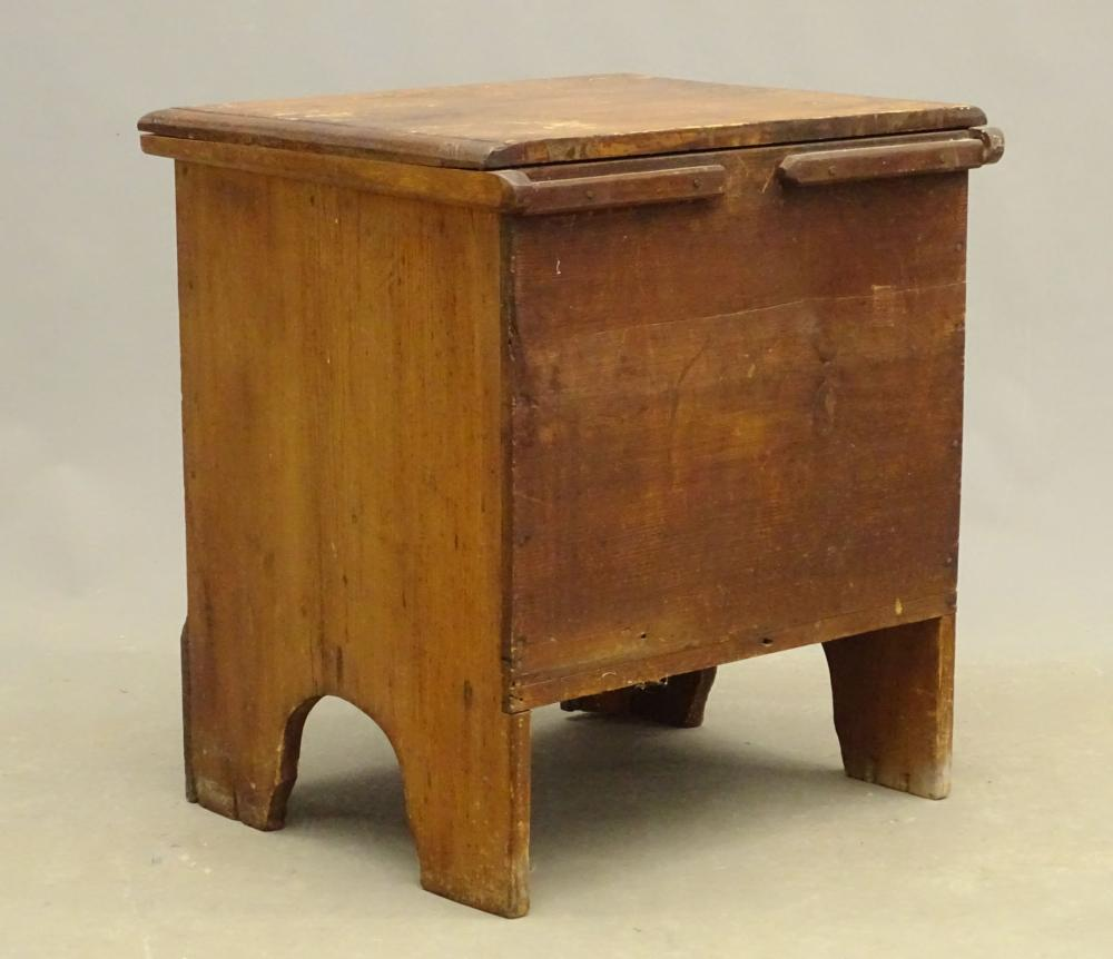 Lot 122: Quebec Lift Top Single Drawer Chest