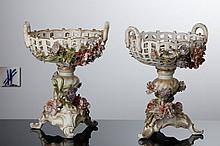 PAIR OF FRUIT BOWLS WITH A FOOT