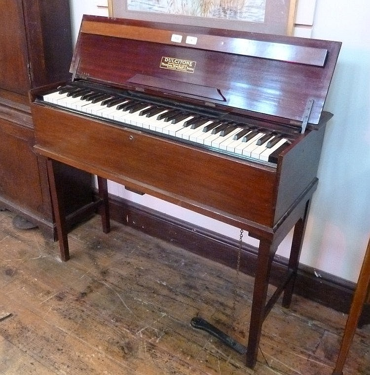 Dulcitone small piano by thomas machell and sons for Where to put a piano in a small house