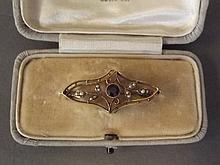 An Edwardian Hallmarked 15ct gold brooch set with