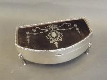 A silver box on raised legs with inset tortoiseshell lid decorated with silver flowers and swags, Birmingham 1916, 5'' wide