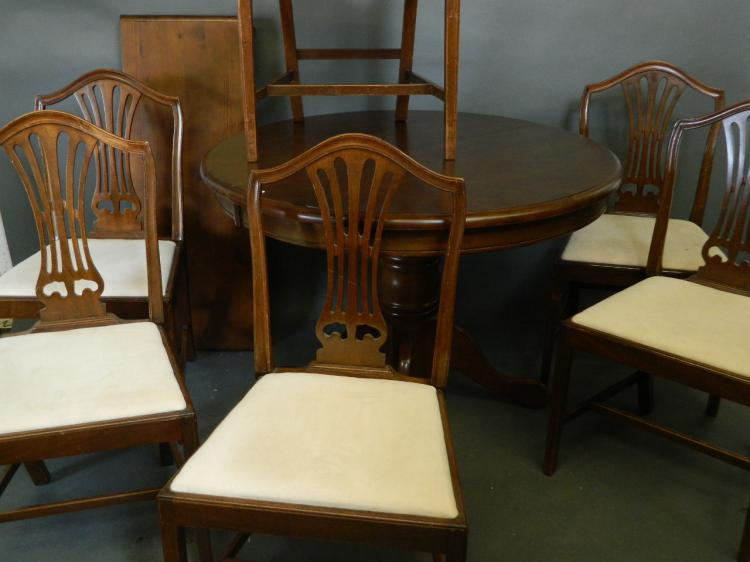 Miraculous A Circular Pine Extending Dining Table With Extra Leaf On A Short Links Chair Design For Home Short Linksinfo